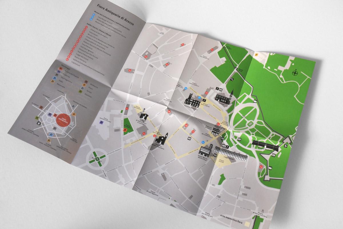 fiera antiquaria di Arezzo: volantino e mappa della città di Arezzo con indicazioni relative ai monumenti più importanti e la collocazione dei banchi espositivi